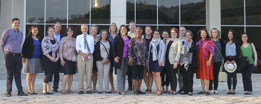 Profesores de secundaria de EE.UU. recorrieron el campus Gustavo Galindo Velasco