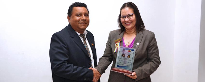 Galardón del Colegio de Educadores de Ecuador a máxima autoridad de ESPOL
