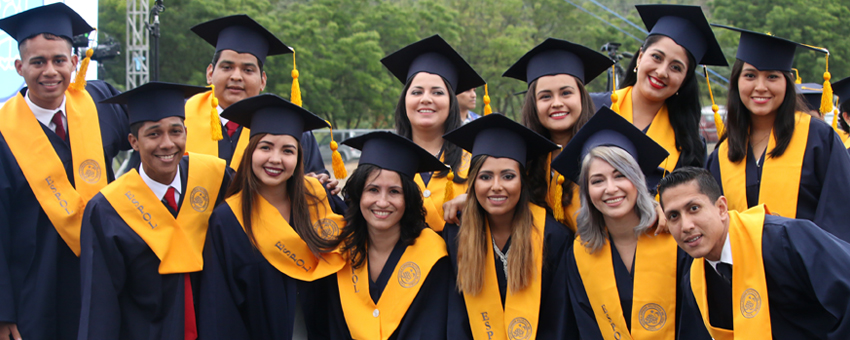 Más de 1400 jóvenes se graduaron hoy en la ESPOL